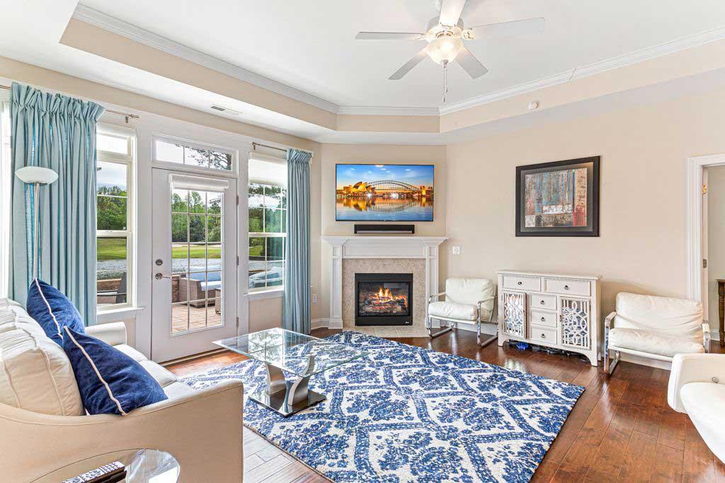 118 E Chelsea Ct Living Room